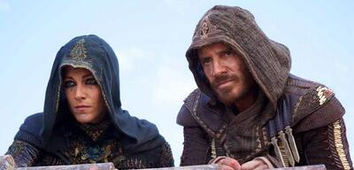 Michael Fassbender und Ariane Labed in Assassin's Creed