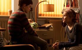 Sieben Minuten nach Mitternacht mit Felicity Jones und Lewis MacDougall - Bild 7