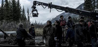 Alejandro G. Iñárritu und seine Crew bei den Dreharbeiten zu The Revenant