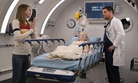 Grey's Anatomy - Staffel 15, Grey's Anatomy - Staffel 15 Episode 25 mit Ellen Pompeo und Justin Chambers - Bild 4