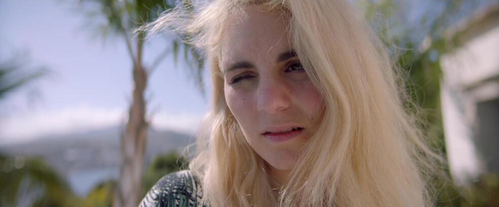 Holiday - Sonne, Schmerz und Sinnlichkeit mit Victoria Carmen Sonne