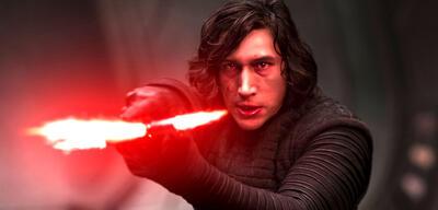 Adam Driver als Kylo Ren in Star Wars 8 : Die letzten Jedi