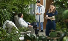 Grey's Anatomy - Staffel 15, Grey's Anatomy - Staffel 15 Episode 18 mit Ellen Pompeo und Justin Chambers - Bild 9