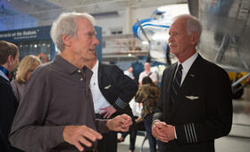 Sully mit Clint Eastwood und Chesley Sullenberger - Bild 83