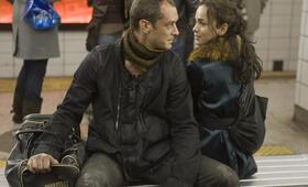 Repo Men mit Jude Law und Alice Braga - Bild 7