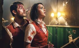 Stung mit Matt O'Leary und Jessica Cook - Bild 7