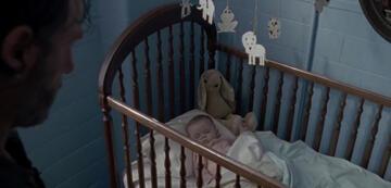 The Walking Dead: Rick entdeckt Baby Gracie und den braunen Stoffhasen
