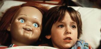 Die süße Puppe und ihr Besitzer in Chucky - Die Mörderpuppe