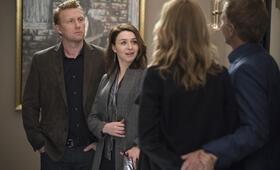Grey's Anatomy - Staffel 15, Grey's Anatomy - Staffel 15 Episode 15 mit Kevin McKidd, Kim Raver, Caterina Scorsone und Greg Germann - Bild 12