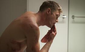 Dirty Cops - War on Everyone mit Alexander Skarsgård - Bild 9