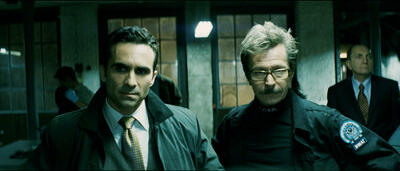 Gary Oldman (rechts) nebst Nestor Carbonell in The Dark Knight