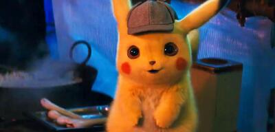 Fröhlicher Detective Pikachu