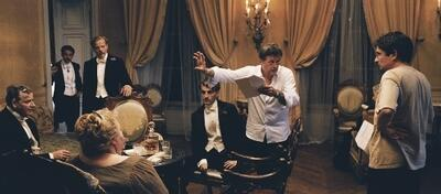 Patrice Chéreau bei Dreharbeiten zu Gabrielle