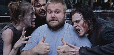 Robert Kirkman samt einiger Walking Dead