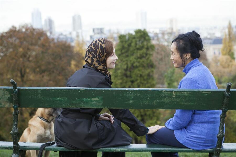 Eine Frau mit berauschenden Talenten mit Isabelle Huppert und Nadja Nguyen