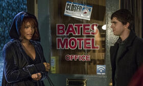 Bates Motel - Staffel 5 mit Freddie Highmore und Rihanna - Bild 5