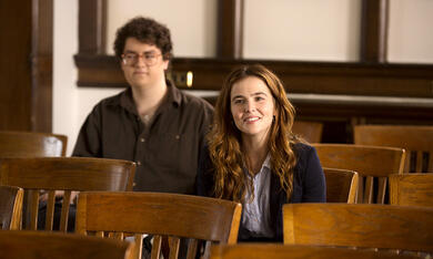 The Professor mit Zoey Deutch - Bild 2