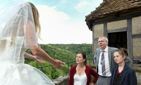 Eine Hochzeit platzt selten allein mit Ludger Pistor, Inka Friedrich und Ella Lee - Bild 2