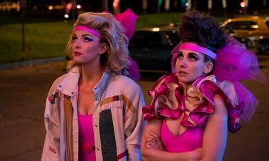 GLOW, GLOW - Staffel 3 mit Alison Brie und Betty Gilpin - Bild 12