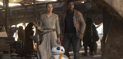 Daisy Ridley, John Boyega und BB-8
