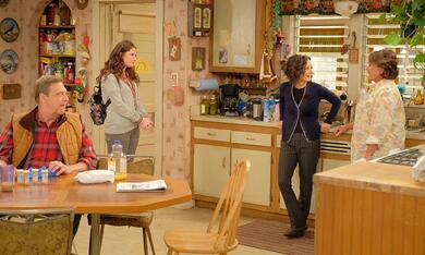 Roseanne Revival, Roseanne Revival - Staffel 1 mit John Goodman, Sara Gilbert, Roseanne Barr und Emma Kenney - Bild 5