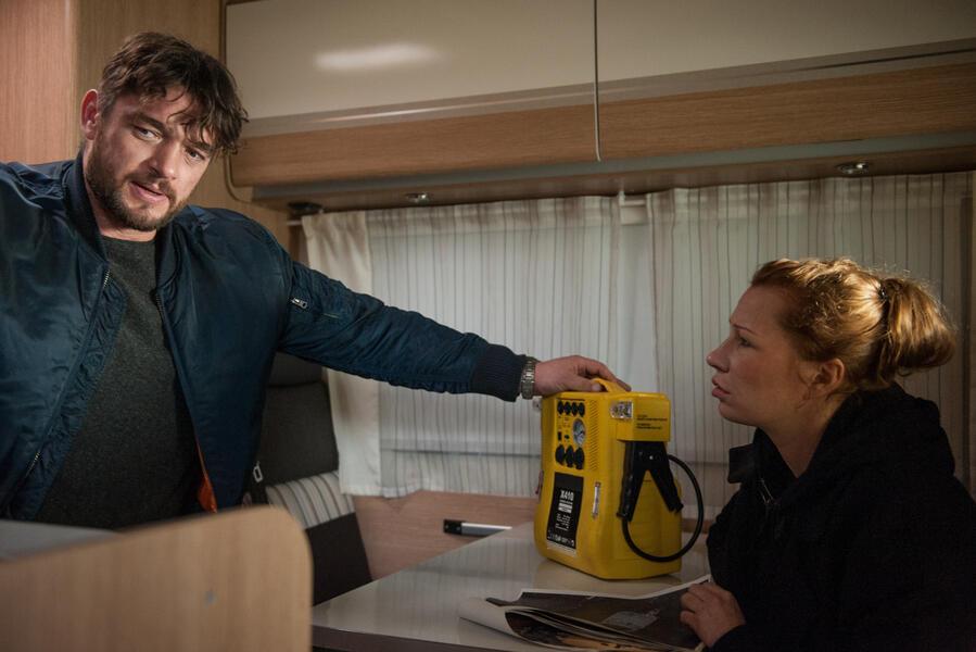 Dengler - Die schützende Hand mit Ronald Zehrfeld und Birgit Minichmayr