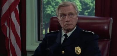 George Gaynes alsPolizeikommandant Eric Lassard