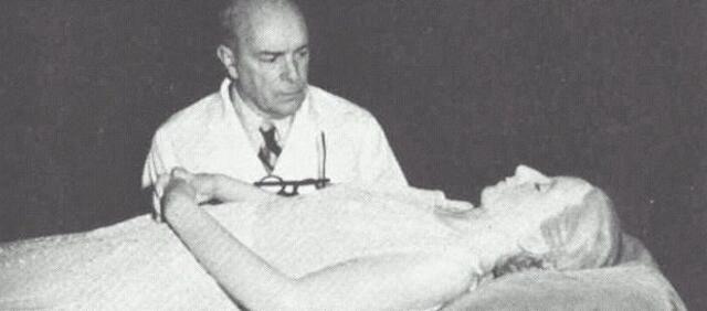 Eva Perón und Dr. Pedro Ara