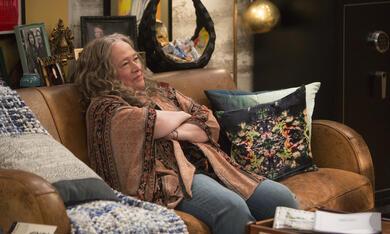 Disjointed, Disjointed - Staffel 1 mit Kathy Bates - Bild 12