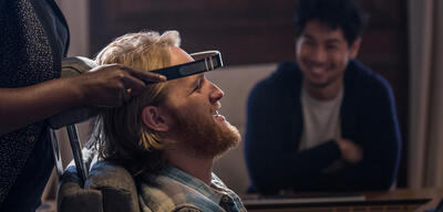Black Mirror - Staffel 3, Episode 2 (Playtest) mit Wyatt Russell und Ken Yamamura in Playtest