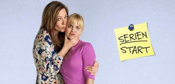 Bild zu:  Mom, Staffel 4:Allison Janney und Anna Faris