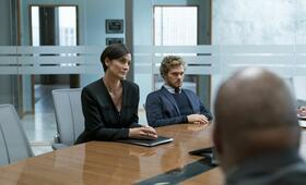 Marvel's Iron Fist, Marvel's Iron Fist Staffel 1 mit Carrie-Anne Moss und Finn Jones - Bild 9