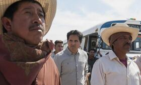 Narcos - Staffel 4, Narcos: Mexico, Narcos: Mexico - Staffel 1 mit Michael Peña - Bild 15