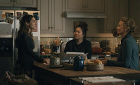 Sorry for Your Loss, Sorry for Your Loss - Staffel 1 mit Elizabeth Olsen, Janet McTeer und Kelly Marie Tran - Bild 40