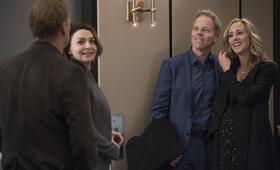 Grey's Anatomy - Staffel 15, Grey's Anatomy - Staffel 15 Episode 15 mit Kim Raver, Caterina Scorsone und Greg Germann - Bild 13