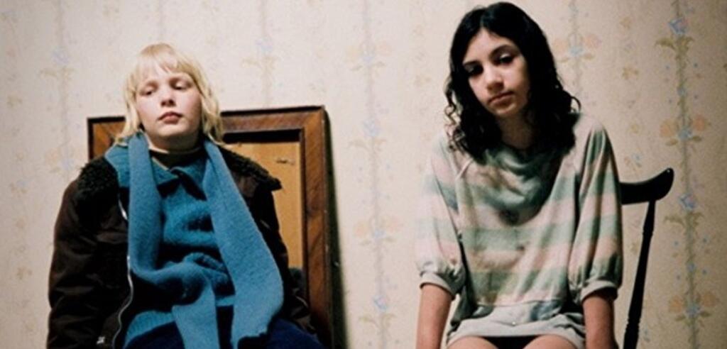 Lina Leandersson and Kåre Hedebrant in So finster die Nacht (2008)