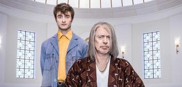 Bild zu:  Daniel Radcliffe und Steve Buscemi in Miracle Workers