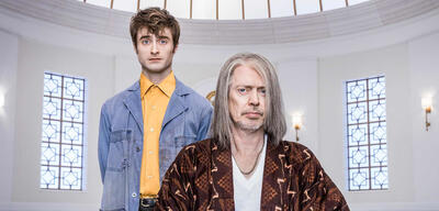 Daniel Radcliffe und Steve Buscemi in Miracle Workers