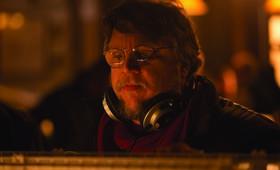 Guillermo del Toro bei den Dreharbeiten zu Crimson Peak - Bild 13