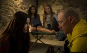 Split mit James McAvoy, Anya Taylor-Joy, Haley Lu Richardson und Jessica Sula - Bild 12