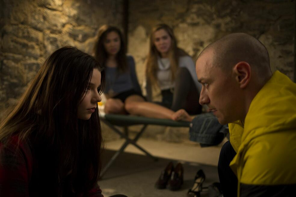 Split mit James McAvoy, Anya Taylor-Joy, Haley Lu Richardson und Jessica Sula
