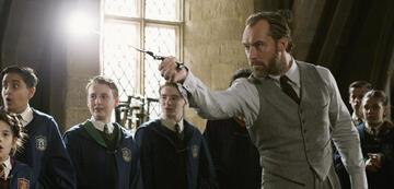Jude Law zaubert als Dumbledore jetzt auch bei Netflix