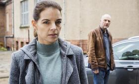 Wolfsland: Der steinerne Gast mit Yvonne Catterfeld und Götz Schubert - Bild 11