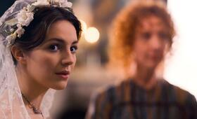 Dickinson, Dickinson - Staffel 1 mit Ella Hunt - Bild 1