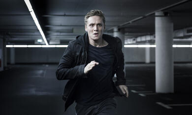 You Are Wanted, You Are Wanted Staffel 1 mit Matthias Schweighöfer - Bild 1