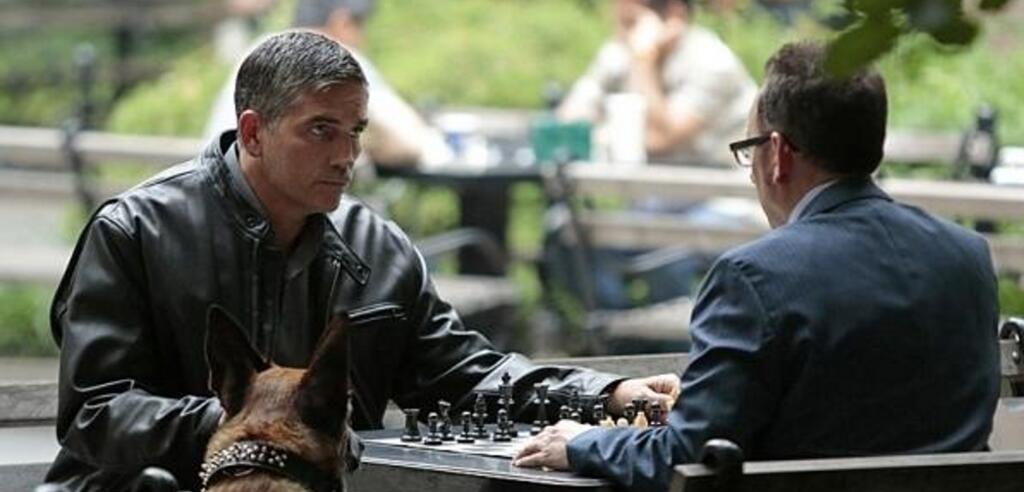 Das Spiel beginnt: Reese und Finch