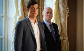 Dynasty, Dynasty Staffel 1 mit Alan Dale und James Mackay - Bild 1