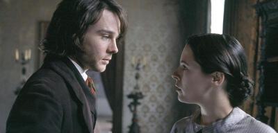 Rupert Evans und Elaine Cassidy in Fingersmith