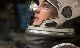 Anne Hathaway in Interstellar - Bild 94