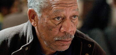 Morgan Freeman als Lucius Fox